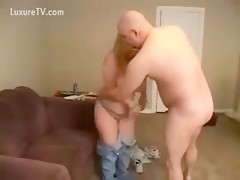 Big ass chick gets rided by old nohair man