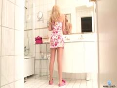Horny blonde teen satisfy herself in bathroom