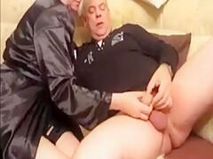 Ältere auf der Couch Teil 1